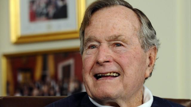 George Bush w szpitalu z powodu urazu szyi