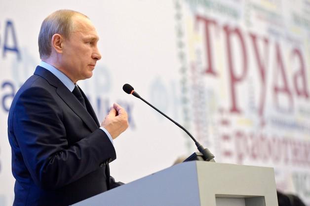 Putin pisze telegram na dzień dyplomaty