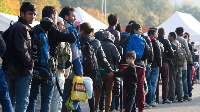 Komisarz UE: Mamy 10 dni na zahamowanie napływu uchodźców