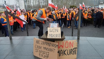 17-02-2017 11:32 Kolejny protest pracowników Lotos Kolej w Gdańsku. Chcą odwołania wiceprezesa