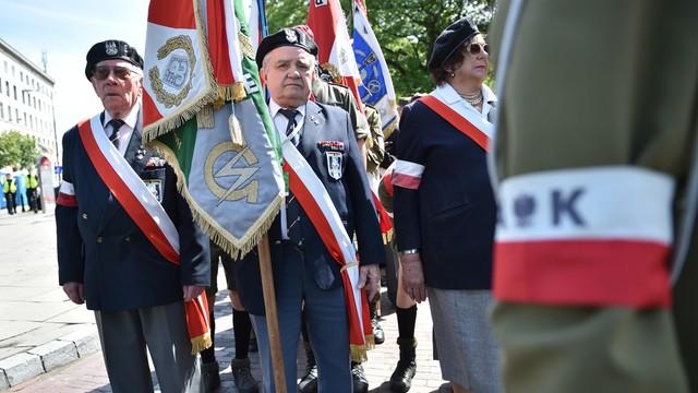 PO apeluje o niełączenie rocznicy powstania warszawskiego z katastrofą smoleńską