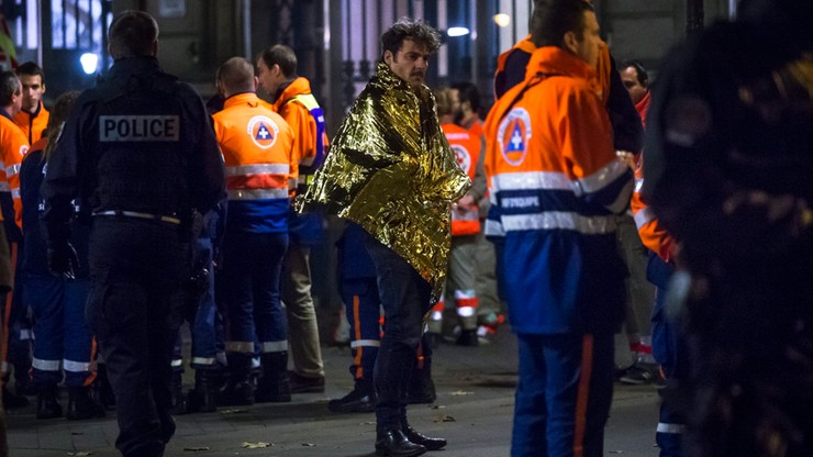Strzelaniny w centrum Paryża, wybuchy przed Stade de France. W serii zamachów w stolicy Francji zginęło co najmniej 128 osób