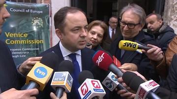 """10-05-2016 19:16 """"Komisja Europejska otrzymała wyraźny sygnał"""". Szymański o """"żółtej kartce"""""""