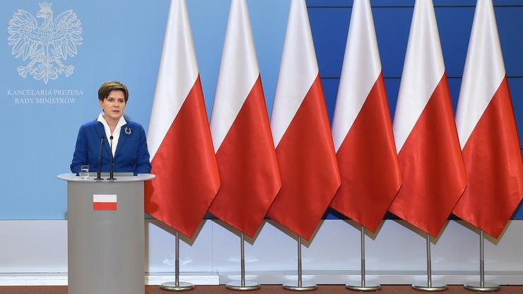 """Niemieckie media o pierwszych decyzjach rządu PiS: """"odrobina Węgier w Warszawie"""", """"Polska i nic więcej"""""""
