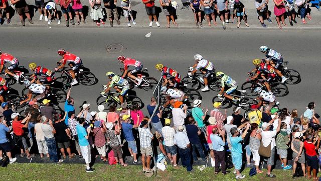 Tour de France - kolarze wjeżdżają w góry