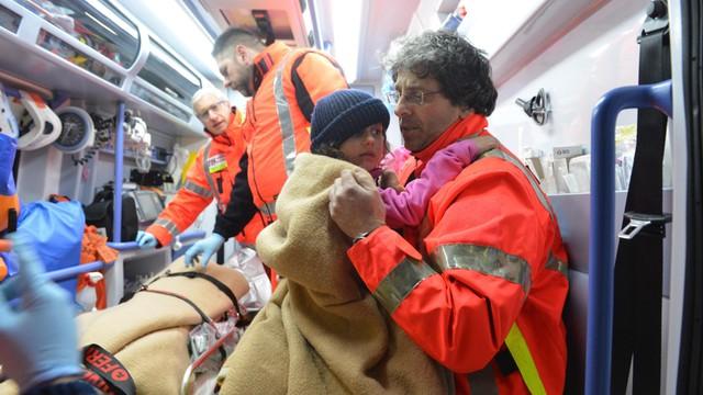 Włochy: z ruin zasypanego hotelu wydobyto w nocy kolejne trzy żywe osoby