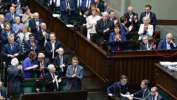 PiS przegłosowało ustawę o SN. Posłowie i ministrowie klaskali, a Gowin…