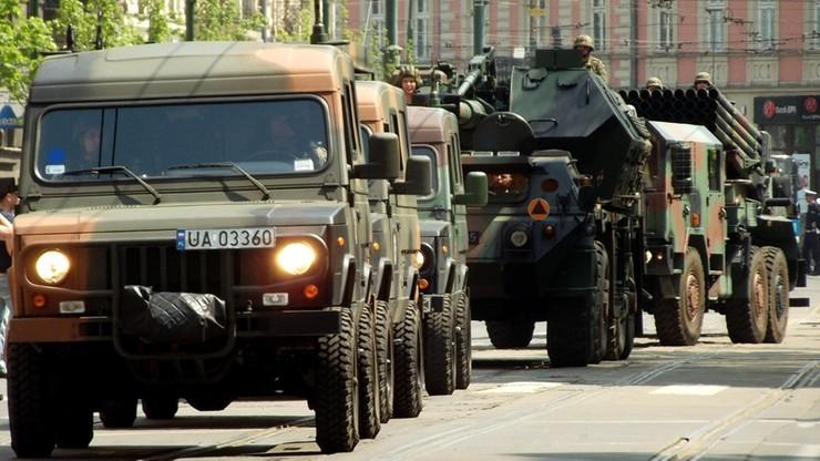 """""""Drogi lokalne i wewnętrzne ważne dla obronności kraju"""". Rząd chce rozbudować sieć tras militarnych"""