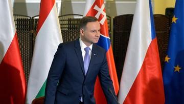 21-10-2016 19:26 CBOS: rosną notowania prezydenta, stabilna i słaba ocena Sejmu, coraz gorsza TK
