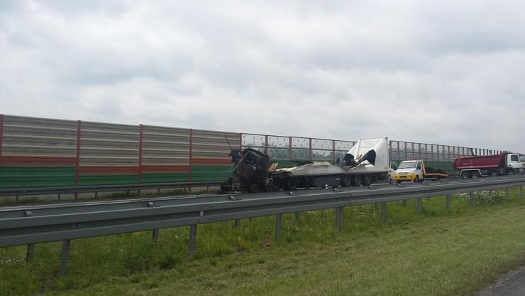 Zderzenie i pożar dwóch ciężarówek na autostradzie A2. Dziewiętnaście godzin blokady