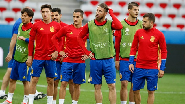 Hiszpanie i Chorwaci blisko awansu, zagrają też Włosi
