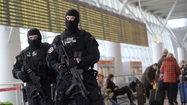 Warszawa: Wzmożono środki bezpieczeństwa w metrze