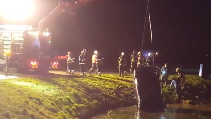 Polacy bohaterami w Holandii. Uratowali rodzinę z tonącego auta