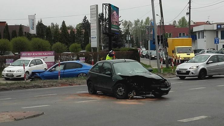 2017-04-21 Wypadek w Warszawie. Dwa rozbite auta i ogromny korek