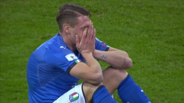 2017-11-13 Italia płacze! Tak reprezentanci Włoch zareagowali na brak awansu do MŚ 2018 (WIDEO)