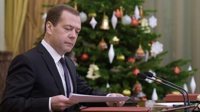 Miedwiediew: Rok 2015 był najtrudniejszy dla rosyjskiej gospodarki od 10 lat