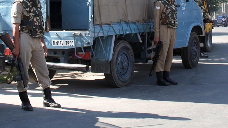 Trzej żołnierze i kobieta zginęli w ataku rebeliantów w Kaszmirze