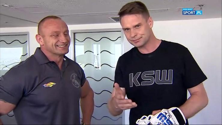 KSW 39: Pudzian pokazuje reporterowi Polsatu Sport na czym polega MMA