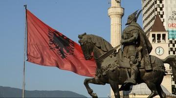 30-12-2016 06:09 Dwaj albańscy deputowani i mer pozbawieni mandatu. Przez kryminalną przeszłość