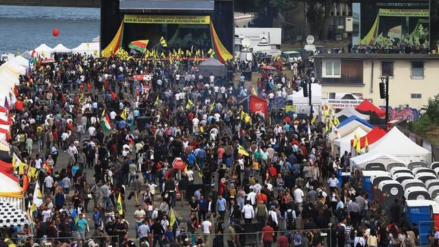 Niemcy: wielki protest Kurdów w Kolonii. Chcą, by Erdogan uwolnił przywódcę PKK