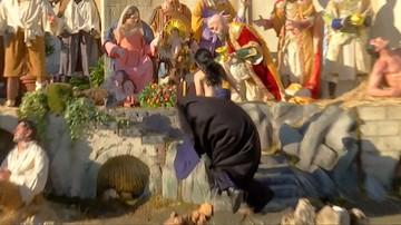 Półnaga kobieta próbowała porwać figurę Jezusa ze świątecznej szopki. Skandal na placu św. Piotra