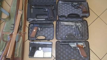 03-07-2017 08:58 100 sztuk broni, 7,5 tys. sztuk amunicji. CBŚP zlikwidowało grupę przestępczą handlującą bronią