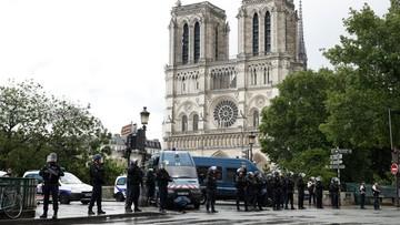 Napastnik zaatakował policjanta w pobliżu katedry Notre Dame w Paryżu. Krzyczał: to za Syrię!