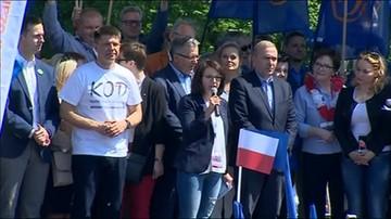Kamila Gasiuk-Pihowicz (Nowoczesna) na marszu KOD