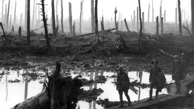W.Brytania: pomnik z błota upamiętnia bitwę z pierwszej wojny światowej
