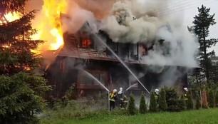 Groźny pożar na Podhalu. Budynek spłonął po uderzeniu pioruna