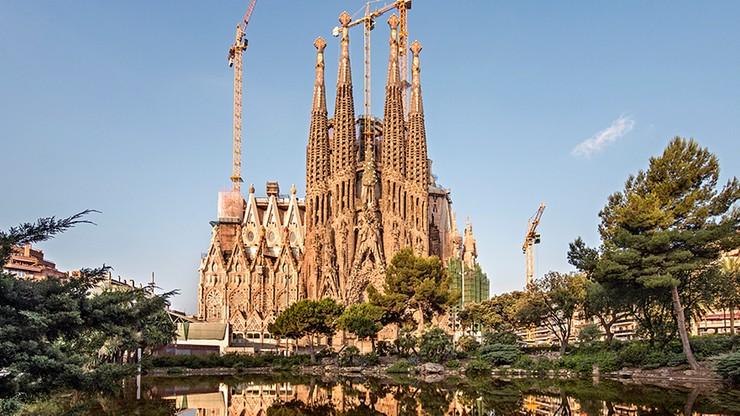 Budowa bazyliki Sagrada Familia w ostatniej fazie. Jeszcze sześć wież do postawienia