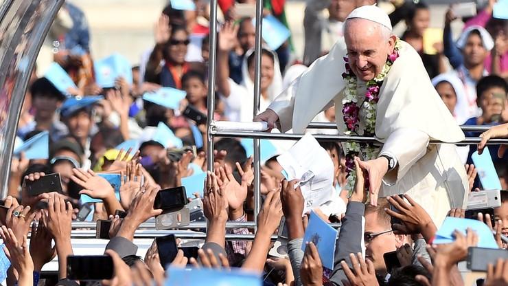 100 tys. osób na mszy odprawionej przez papieża Franciszka w stolicy Bangladeszu