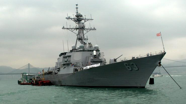 """Chiny uznały przepłynięcie okrętu USA obok spornej wyspy za """"prowokację"""""""