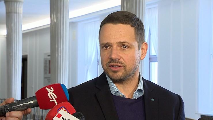"""Trzaskowski twierdzi, że PiS """"szkodzi powadze Polski"""". """"Zachowuje się jak mały chłopiec w piaskownicy"""""""
