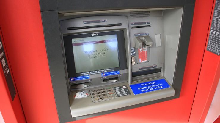 Coraz więcej oszustw bankomatowych