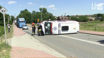 07-06-2016 16:02 Śląsk: wypadek karetki pogotowia na sygnale. Ranni