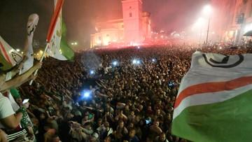 Kibice Legii świętowali z drużyną na Placu Zamkowym