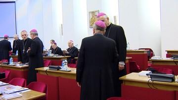 10-04-2016 11:45 Biskupi za prawem do życia bez wyjątków i przeciw karaniu kobiet