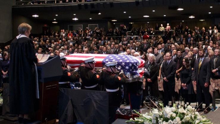 Tysiące osób na pogrzebie słynnego astronauty