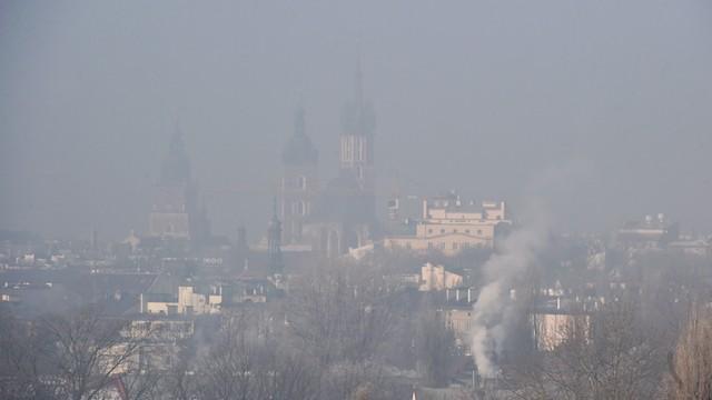 Kraków: zakończyła się rozbiórka 225-metrowego komina elektrociepłowni