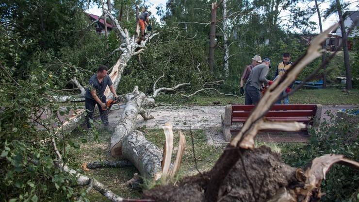 Poszkodowanym w wyniku nawałnic przekazano już 30 mln zł. Bez prądu nadal pozostaje ponad 20 tys. odbiorców