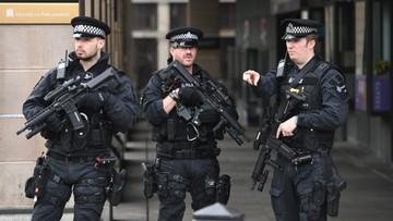 """23-03-2017 22:10 Policja sprawdza podejrzany pakunek w centrum Londynu. Media mówią o """"kontrolowanej eksplozji"""""""