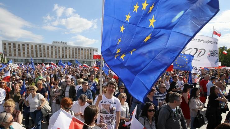 """""""Kilkaset tysięcy Polaków wysłało sygnał i zasługuje na odpowiedź"""" - niemiecka prasa o sobotniej manifestacji"""