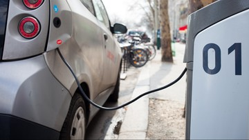 """28-12-2017 17:56 Szereg udogodnień dla kierowców aut """"ekologicznych"""". Rząd przyjął projekt ustawy o elektromobilności i paliwach"""