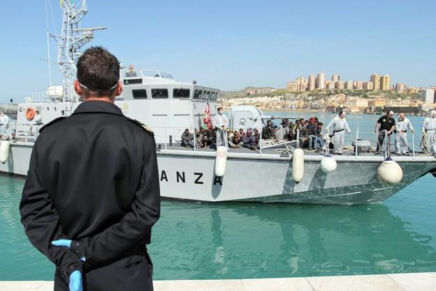 Bójka w pontonie imigrantów - 12 osób nie żyje