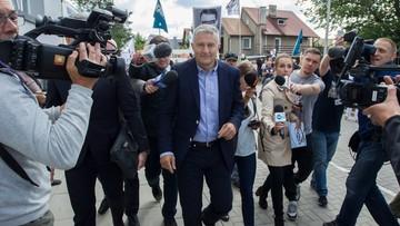 04-07-2017 10:28 Frasyniuk stawił się na przesłuchanie w komisariacie w Długołęce. Odczytano mu zarzut przeszkadzania w przebiegu zgromadzenia