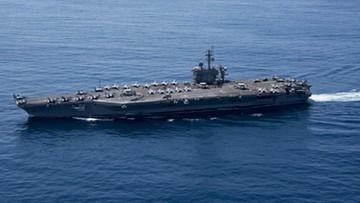 19-04-2017 21:59 Amerykański lotniskowiec atomowy pozostanie na wodach otaczających Półwysep Koreański