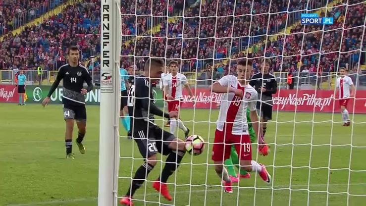 Białorusini kopali się po głowach! Efektem gol dla Polski