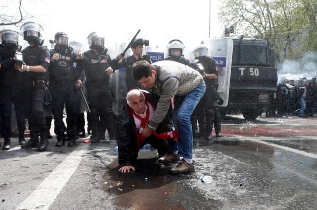 Turcja: zarzuty terroryzmu dla ponad 20 demonstrantów po 1 maja