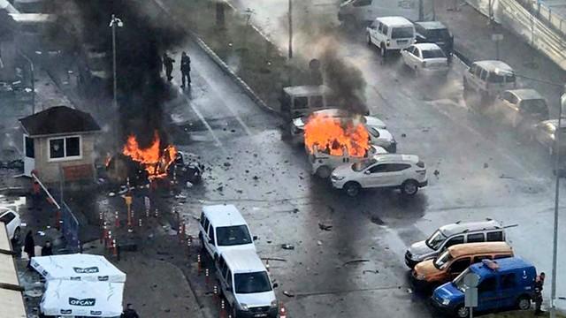 Turcja: zatrzymano 18 osób w związku z atakiem w Izmirze
